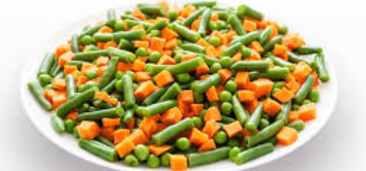 dog-food-with-vegetables-placed-in-a-white-ceramic-bowl