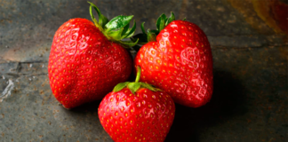 3 pcs Strawberries